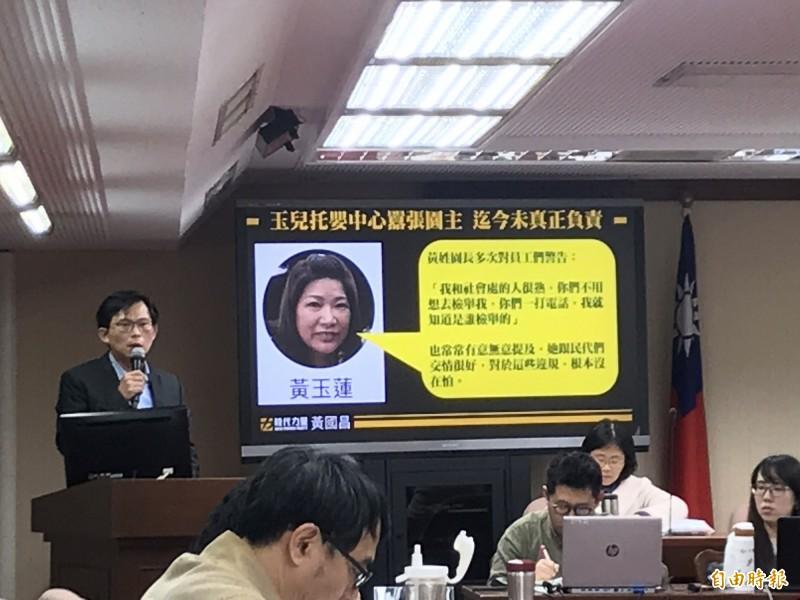 黃國昌轟新竹市政府包庇托嬰中心。(記者蘇芳禾攝)