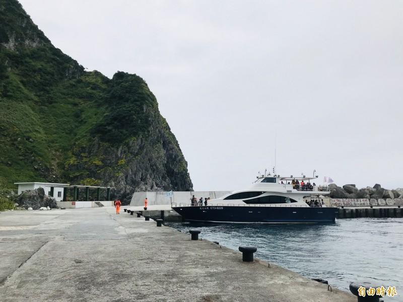 基隆嶼碼頭已修復完成。(記者林欣漢攝)