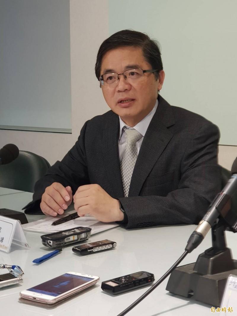 政院秘書長李孟諺說明中華郵政「郵政物流園區」爭議。(記者李欣芳攝)
