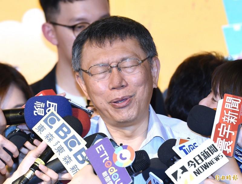 台北市長柯文哲(見圖)最近接連稱蔡政府今年初回應習近平「告台灣同胞書」談話,才導致中國軍機、軍艦繞台。但綠委對此說法皆不以為然,質疑「倒果為因」。(資料照,記者廖振輝攝)