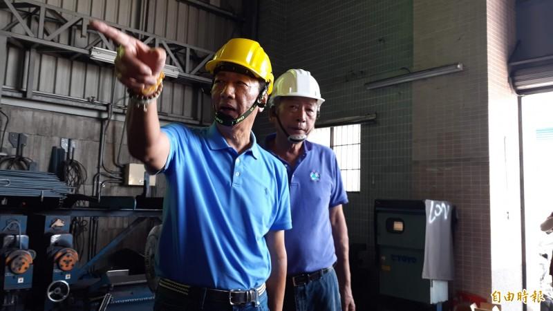 郭台銘今天在台東參訪鋼鐵廠時,回應韓國瑜總統兼閣揆的說法。(記者黃明堂攝)