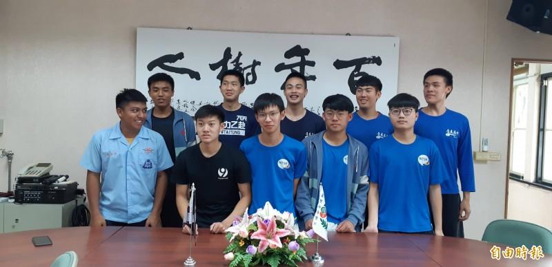 台東高中個人申請上大學的部分優秀學生。(記者黃明堂攝)