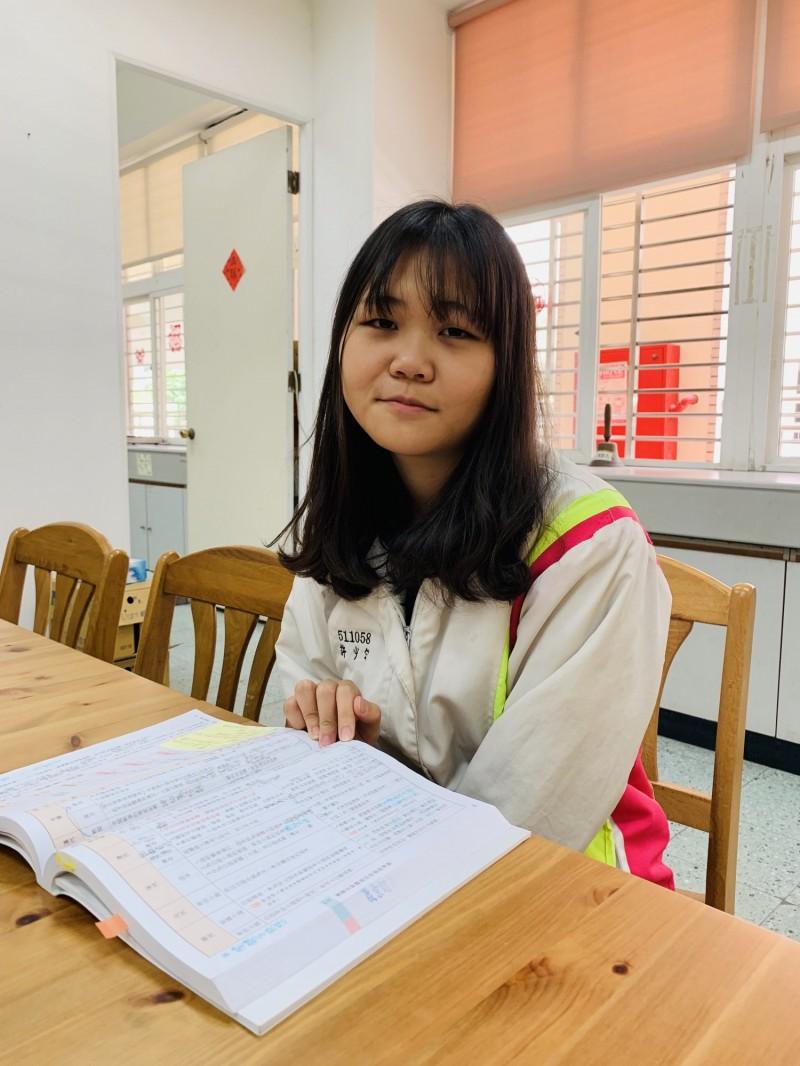 108學年度大學個人申請今天放榜,就讀丹鳳高中的許少勻錄取中山大學。(新北市政府教育局提供)