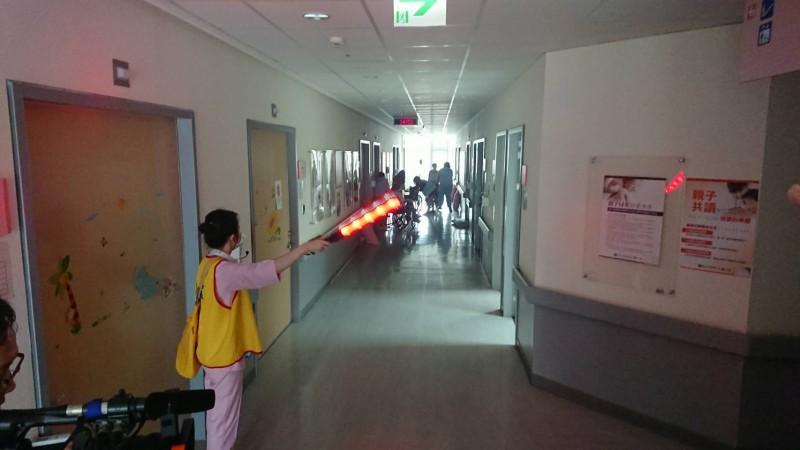 新北市消防局今日會同各單位舉辦醫院等避難弱勢場所火警演練。(記者王宣晴翻攝)