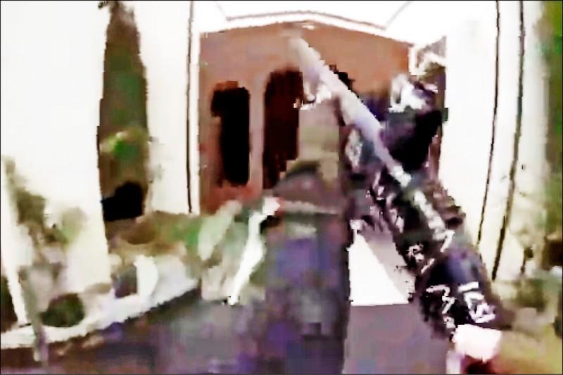 來自澳洲的右翼極端份子塔倫,三月間在紐西蘭基督城血洗兩座清真寺,造成五十人喪生,還透過臉書直播行凶過程。(法新社檔案照)