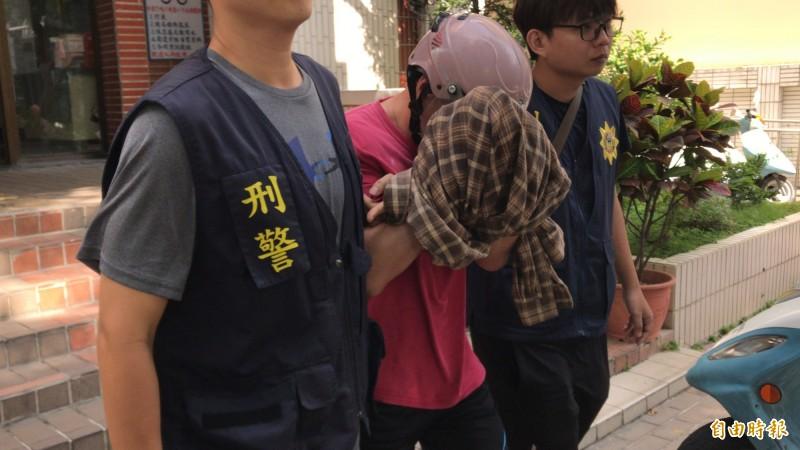 高雄鼓山包裹爆炸案炸彈客戴男,雄檢今午複訊後向法院聲押禁見。(記者黃良傑攝)