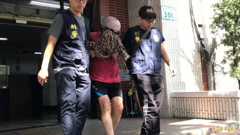 高雄鼓山包裹爆炸案炸彈客今晚裁准羈押禁見。(記者黃良傑攝)