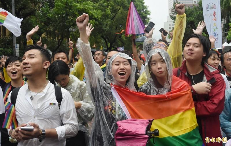 勞動部今天表示,同性伴侶只要辦理結婚登記,取得合法婚姻身分,包含婚假、育嬰津貼等規定都可直接適用。(記者劉信德攝)