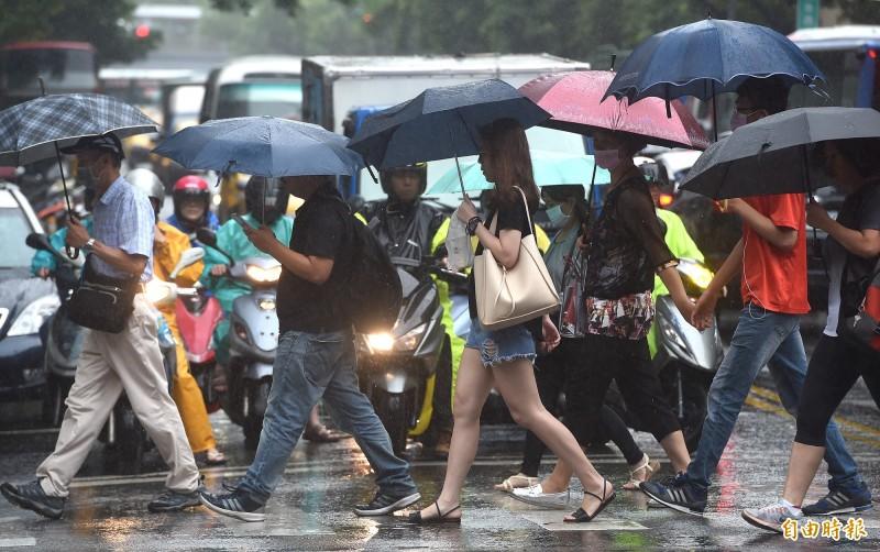 氣象局表示,受旺盛對流影響,氣象局目前針對新竹以北及東北部地區發布豪雨特報。(資料照)