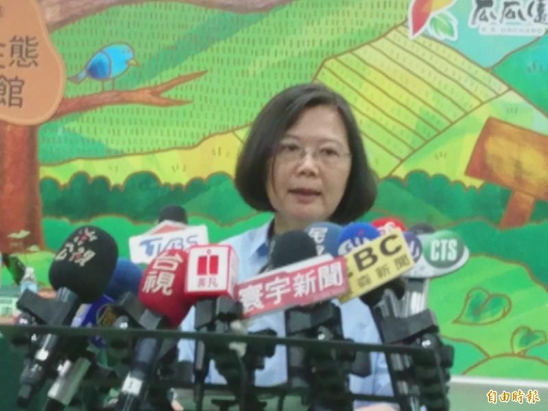 總統蔡英文今(17日)在立院表決同性婚姻專法之前,在推特喊話,「早安台灣,今天,我們有機會創造歷史,並且向世界展現進步價值可以在東亞社會生根。今天,我們可以讓全世界知道愛會勝利。」如今法案順利三讀通過,各大外媒紛紛以頭條方式報導,真的全世界看到了台灣。(記者劉婉君攝)
