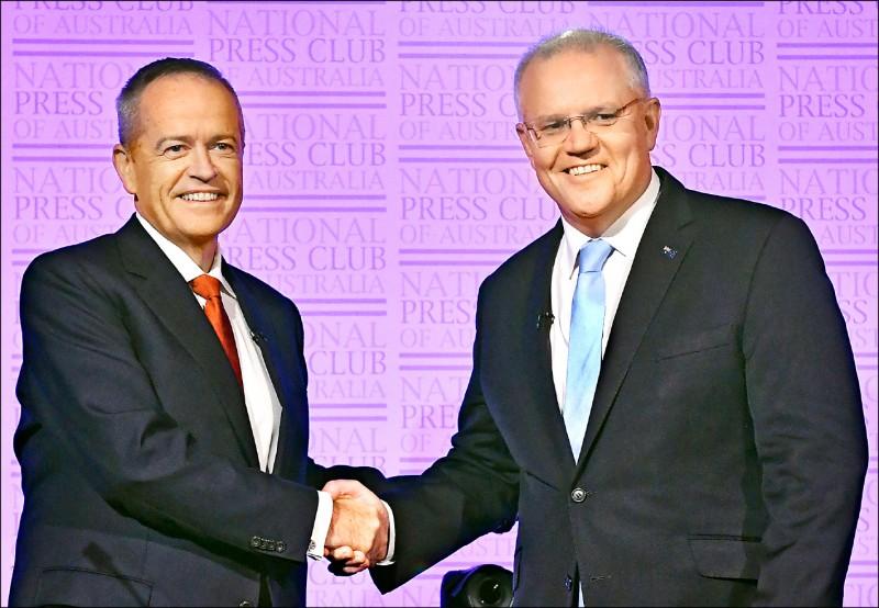 澳洲十八日舉行大選,選前民調顯示,總理莫里森(右)領導的保守聯盟,僅以些微差距落後在野六年、由薛頓(左)領導的工黨。(歐新社)