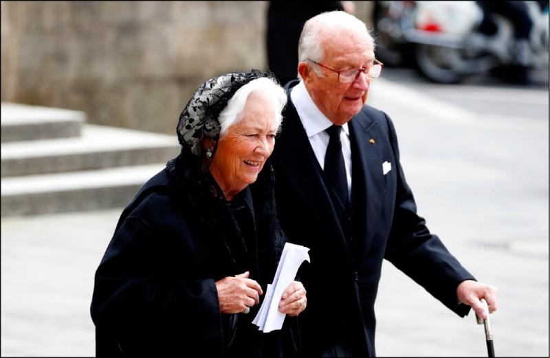 比利時前國王艾伯特二世4日與前王后寶拉連袂出席盧森堡前大公若望的喪禮。(路透檔案照)