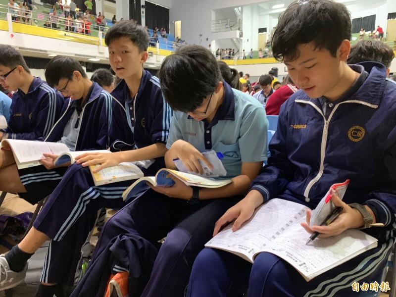 國中會考》數學科生活化 考生:有些題目小學生都會