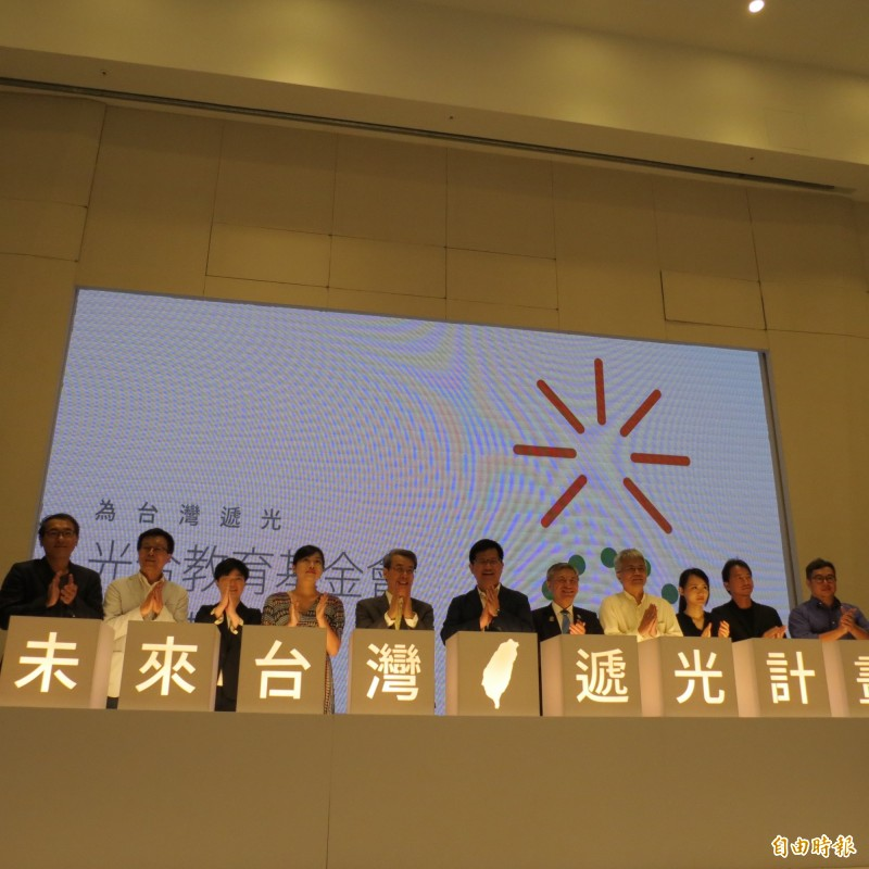 林佳龍台中成立「光合教育基金會」 要結合朋友為台灣遞光