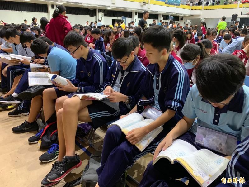 國中會考》國文考驗閱讀能力 手機世代考生嘆吃力