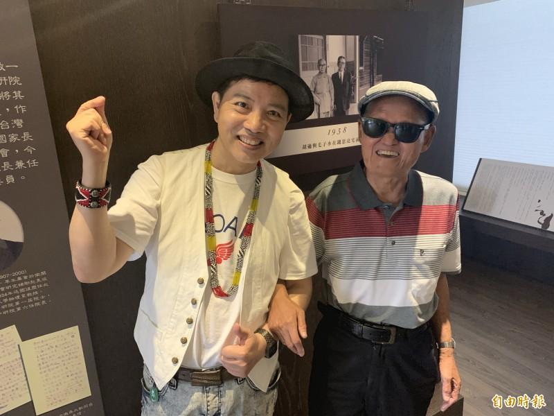 資深藝人陳凱倫(左)、李炳輝開心到台東演出。(記者張存薇攝)