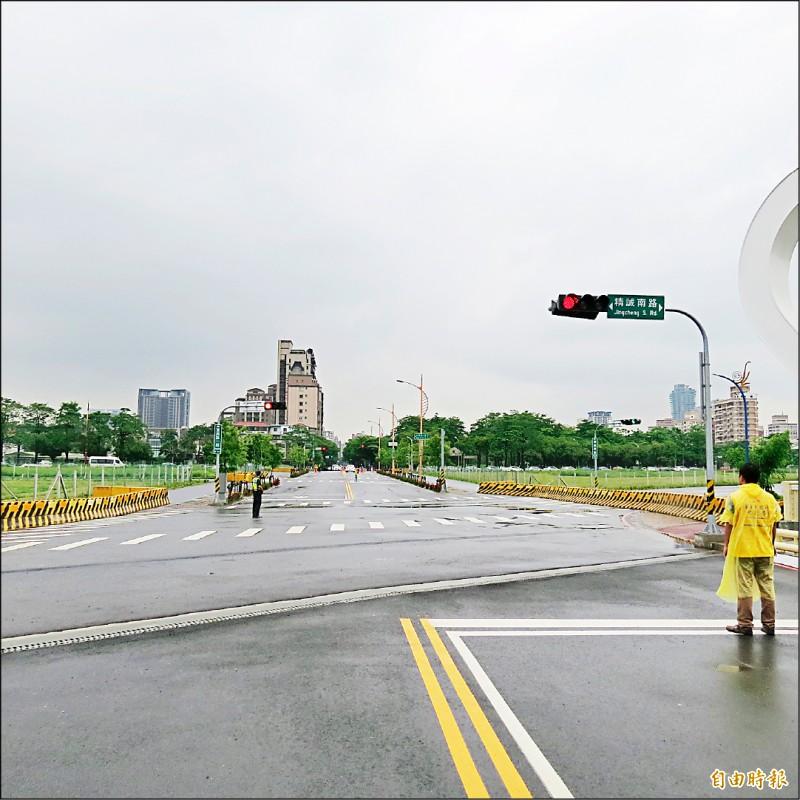 位在十三期市地重劃從三民西路至建國北路的東興路17日通車(記者蘇金鳳攝)
