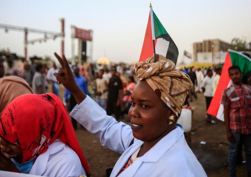 女性抗議者是推翻蘇丹獨裁統治的重要角色。(法新社)