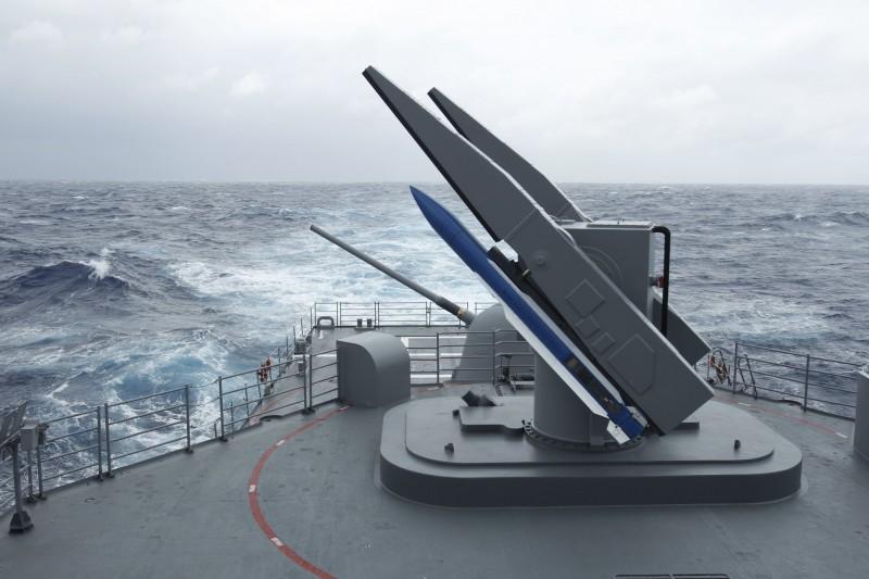 美國務院拍板,向韓國軍售3.139億美元(約新台幣98.4億元)的標準二型中程對空飛彈(SM-2 Block IIIB),並向日本軍售3.13億美元(約新台幣98.2億元)的AIM-120C-7先進中程空對空飛彈。圖為台灣國軍紀德級驅逐艦上搭載的SM-2飛彈。(美聯社)