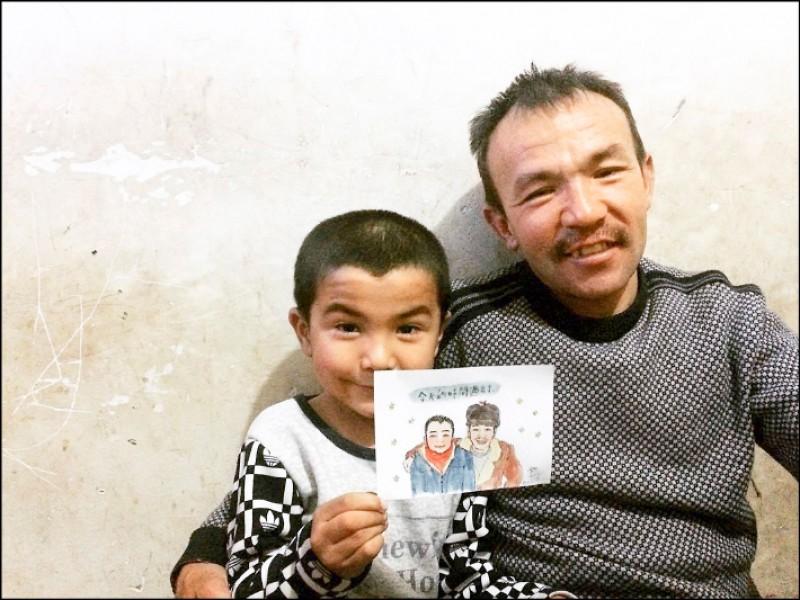 對新疆人而言,因為政治因素總會有「人會突然消失」的恐懼,而父親希望孩子能把握與家人相處時間,所以她寫下「今天的日子過去了」以此為戒。(圖片提供/陳柔安)