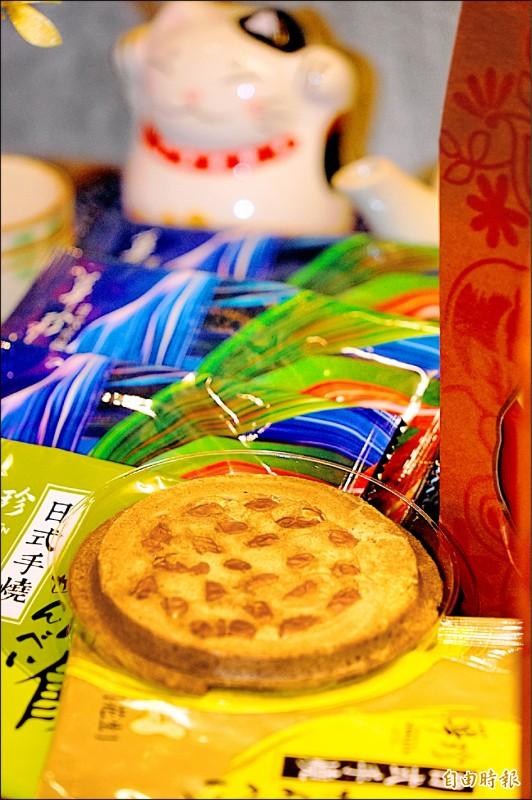 蔡英文獨愛華珍煎餅中的花生口味,滿滿都是果仁。(記者陳彥廷攝)