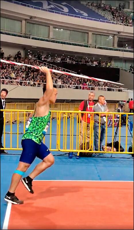 鄭兆村昨在國際田徑總會鑽石聯賽中國上海站,以87公尺12奪下男子標槍銀牌。(取自田徑協會官方臉書)