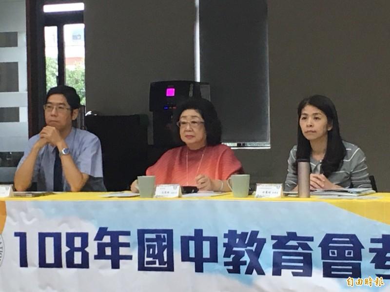 國中教育會考今天中午結束,政次范巽綠(中)在台北主持記者會。(記者林曉雲攝)
