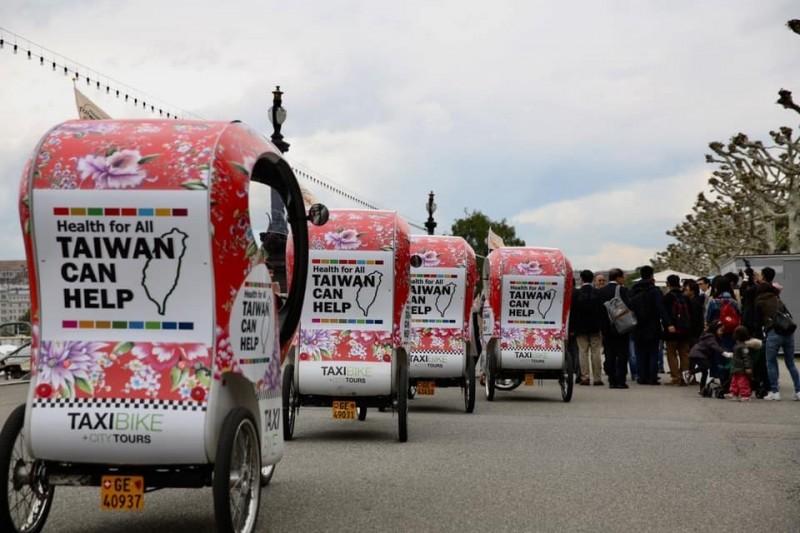 瑞士日內瓦自行車上有「Taiwan Can Help」的標語。(衛福部提供)