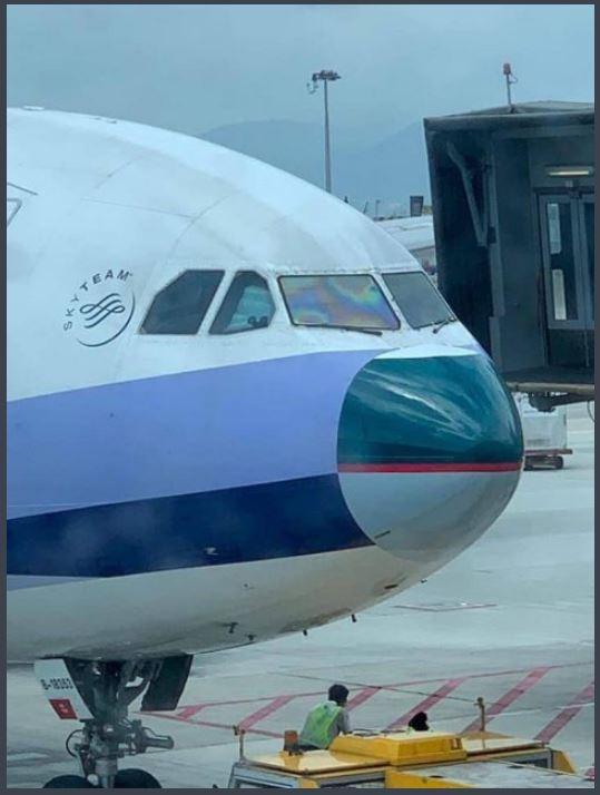 華航因班機機鼻受損,向國泰航空借機鼻使用。(圖擷自PTT)