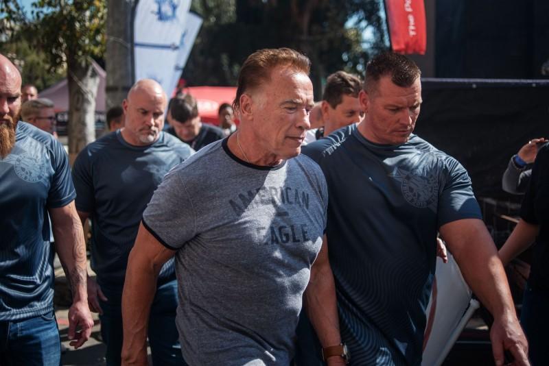 現年71歲的阿諾史瓦辛格在南非約翰尼斯堡出席「阿諾非洲經典賽」推廣健身活動時遭攻擊。(法新社)