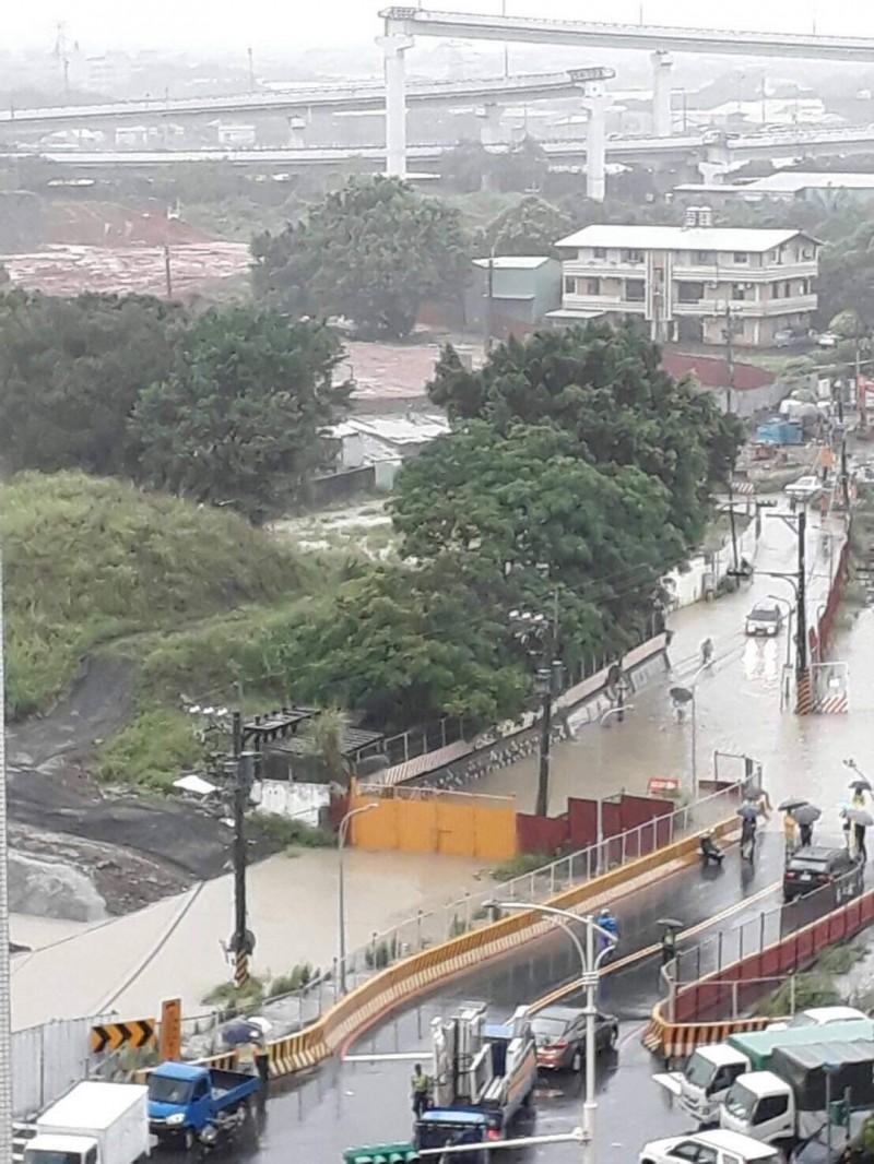 洲美里9、10鄰低窪地區全淹水。(圖:民眾提供)