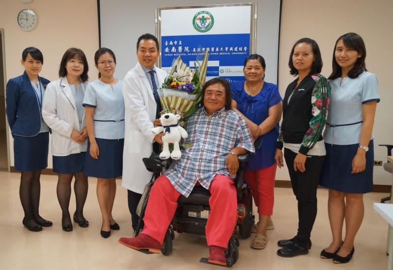 半百肢障男坐輪椅15年體重破百 手術後甩40公斤贅肉