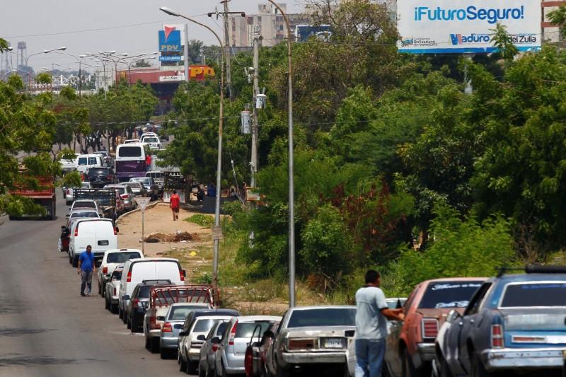產油大國大缺油!委內瑞拉加油排隊1.6公里 未必加得到