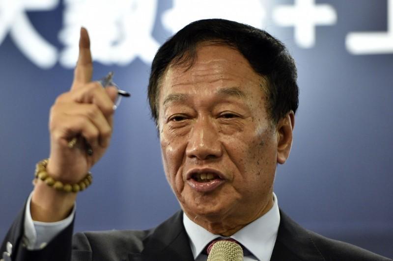 郭台銘承諾,當選總統候會解決年輕人低薪問題,被離職員工打臉。(法新社)