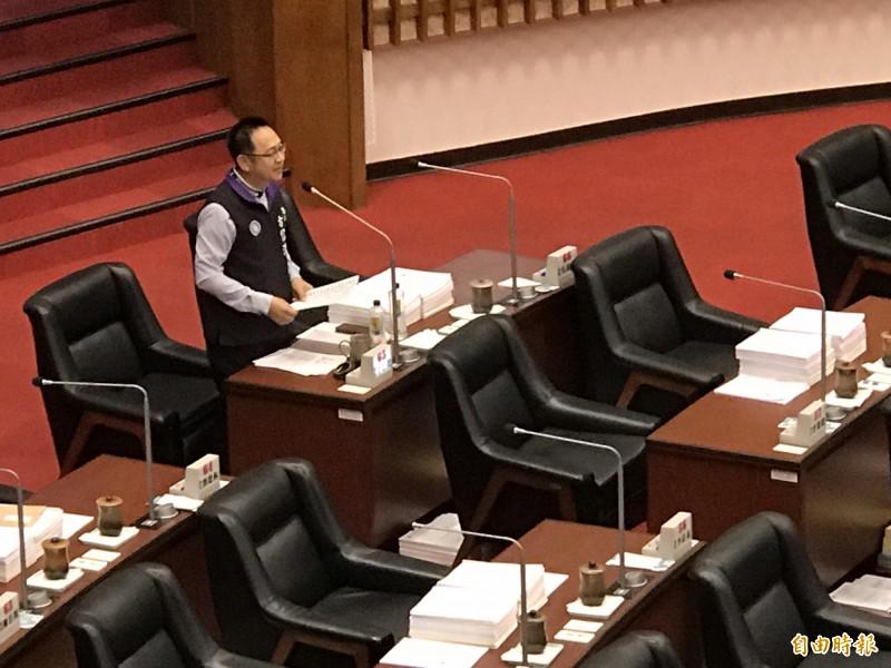 高雄市議員問韓國瑜「什麼是幸福」。(記者黃良傑攝)