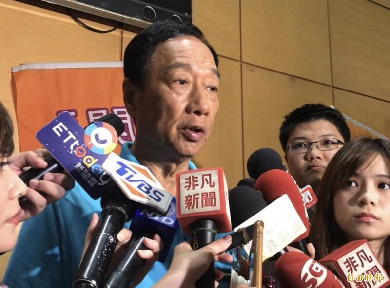 鴻海集團董事長郭台銘受訪時表示,若代表國民黨參選、有信心讓韓粉的票流向他。(記者謝武雄攝)