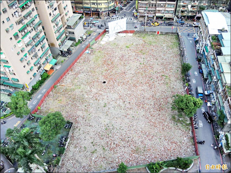 金門縣政府願意釋出中和閒置土地,供闢建公有收費停車場。(記者翁聿煌攝)