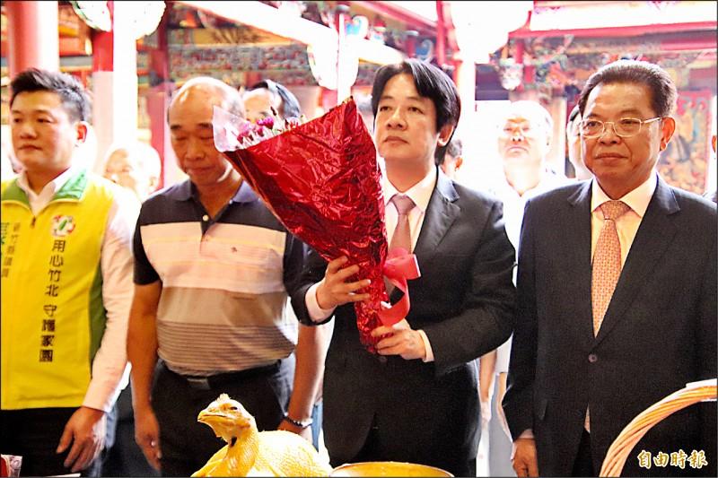 民進黨下屆總統黨內初選參選人賴清德(右二)昨天參拜新埔義民廟,細數在行政院長任內對客家族群所做的多項貢獻,希望大家支持他。(記者黃美珠攝)