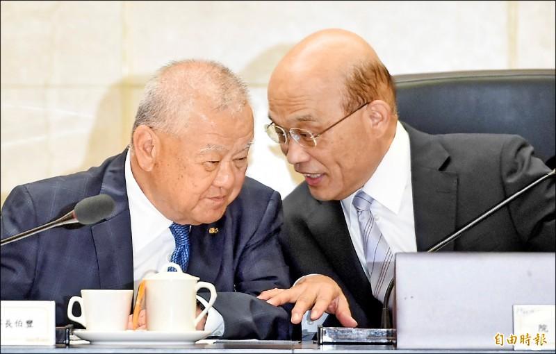 行政院長蘇貞昌(右)昨日與工商協進會舉行早餐會,理事長林伯豐(左)提出數項建言。 (記者劉信德攝)