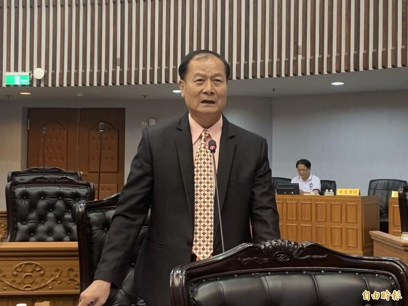 議員黃瑞華要求公布焚化廠重啟各種評估數據。(記者張存薇攝)