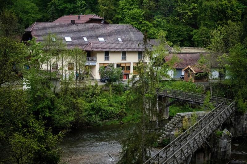 德國巴伐利亞州的帕紹市發生詭異命案,這旅館內有3人被十字弓殺死。(法新社)