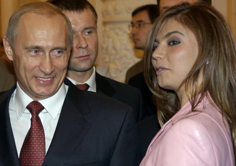 近日,俄媒報導卡巴耶娃疑似在上月產下一對雙胞胎男嬰,普廷可能又當爸了。(美聯社)
