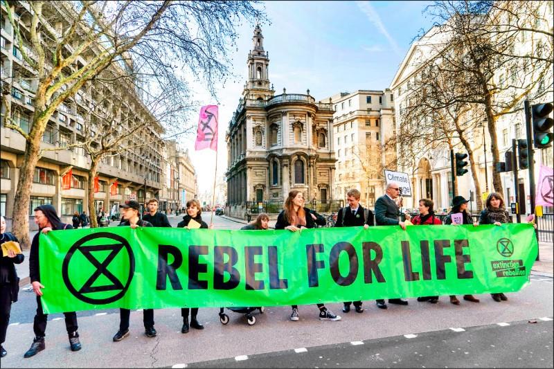 英國環保團體「反抗滅絕」今年2月在倫敦發動示威。(法新社檔案照)
