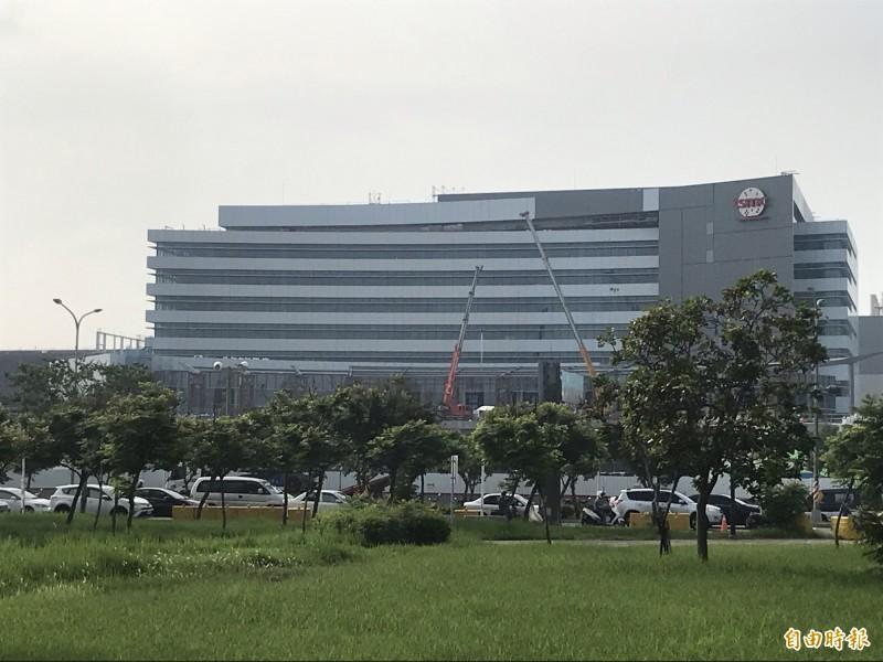 南科台積電18廠下午驚傳工安意外,2名工人ohca送醫急救中。(記者萬于甄攝)