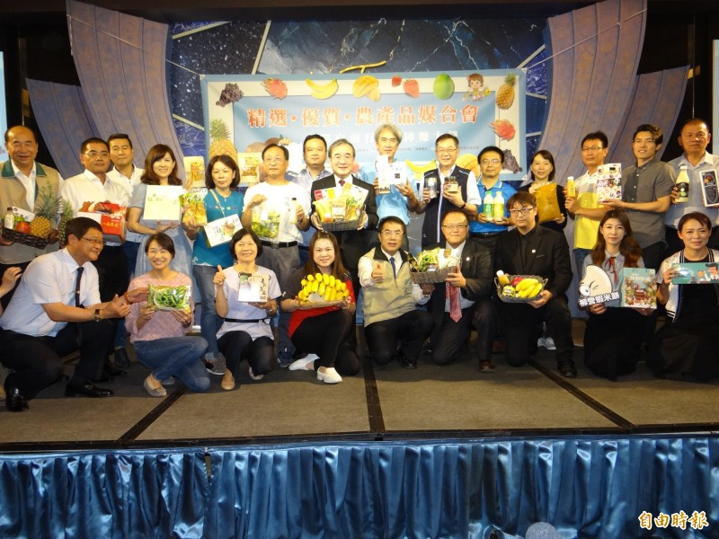農糧署在台南為優質國產農產、加工品業者舉辦與連鎖加盟通路業者的媒合會。(記者王俊忠攝)