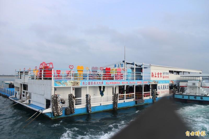 海上平台船為澎湖近年來蓬勃發展觀光產業,列入活化海洋三部曲。(記者劉禹慶攝)