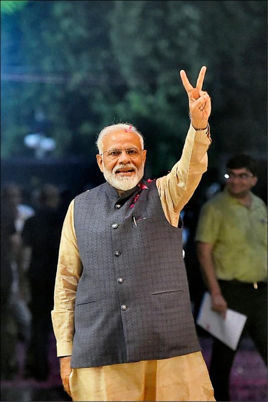 印度二十三日展開大選開票工作,現任總理莫迪領導的「印度人民黨」,預計在下議院席次過半。(法新社)