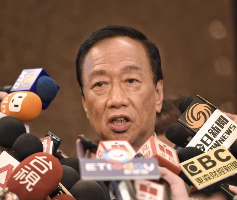 國民黨總統參選人郭台銘聲稱要讓癌症變得跟「感冒」一樣,不讓國人那麼恐懼。此話一出,遭醫師網友出面打臉狠嗆。(記者方賓照攝)