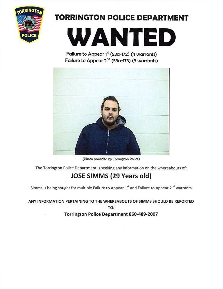 29歲的逃犯西姆斯向警方承諾,只要臉書上的通緝海報貼文獲得1.5萬個讚就會去自首。(圖擷取自托靈頓警察局@FB)