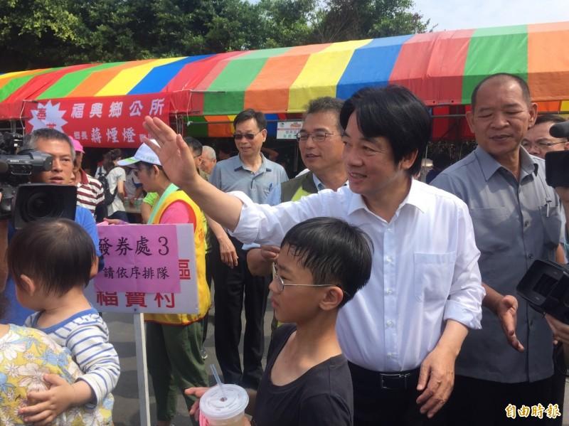 賴清德今出席彰化縣1年1度的西瓜節活動,他受訪表明29日中執會他會參加。(記者張聰秋攝)